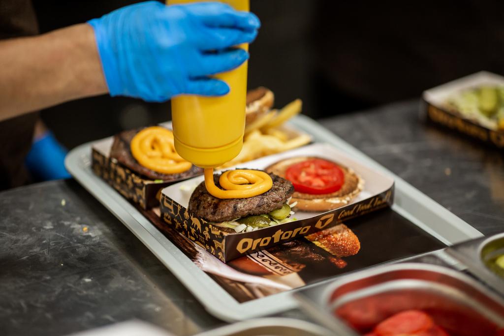 Burgeri delicioși, la Orotoro, inaugurat în food court Iulius Mall Cluj