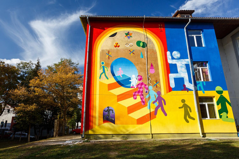 Artă în curtea școlii - Lăsați artiștii stradali să coloreze Clujul