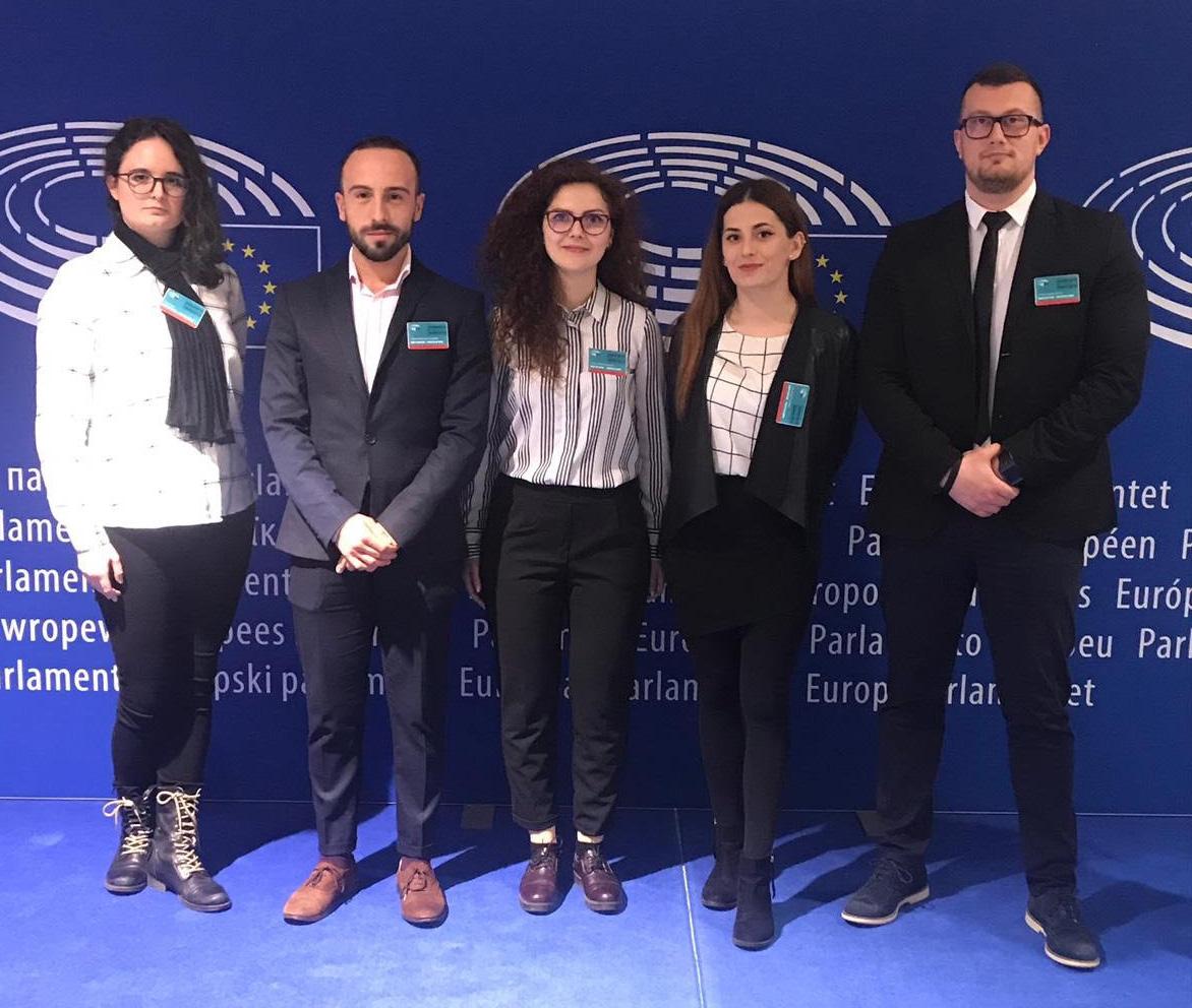 """Câștigătorul campaniei """"Show you can"""" împreună cu ceilalți patru finaliști se află în aceste zile într-un intership la Parlamentul European"""