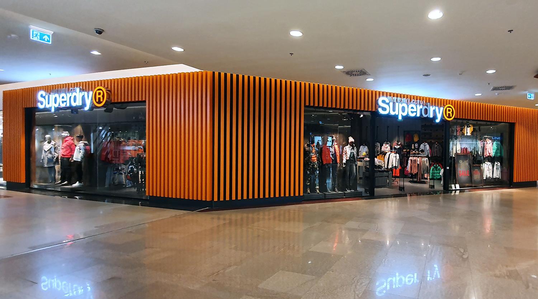 Superdry a deschis primele două magazine din afara capitalei în rețeaua Iulius, la Cluj-Napoca și Timișoara