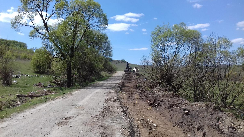 Au demarat lucrările de întreținere pe DJ 161 Panticeu – Sărata – limită cu județul Sălaj
