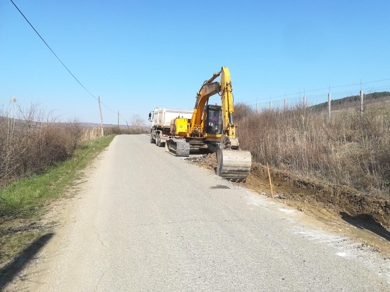 Lucrările de modernizare pe drumul judeţean 161C Iclod – Aluniş – Corneni au intrat în faza premergătoare asfaltării