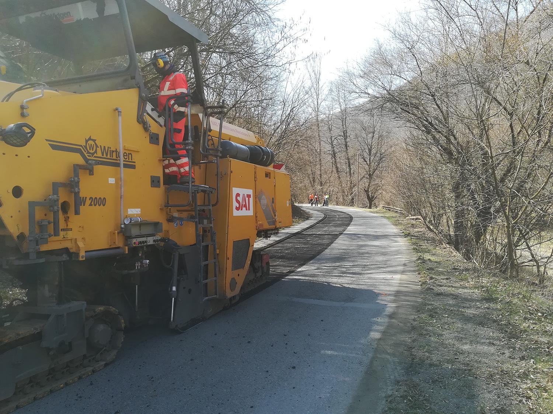 Pe drumul județean 107M Băișoara – Iara – Surduc – Buru (DN 75) – limită cu județul Alba au fost demarate lucrări ce se vor finaliza cu așternerea de covor asfaltic