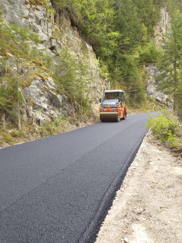 A fost finalizată asfaltarea sectorului de drum Măguri – Măguri Răcătău