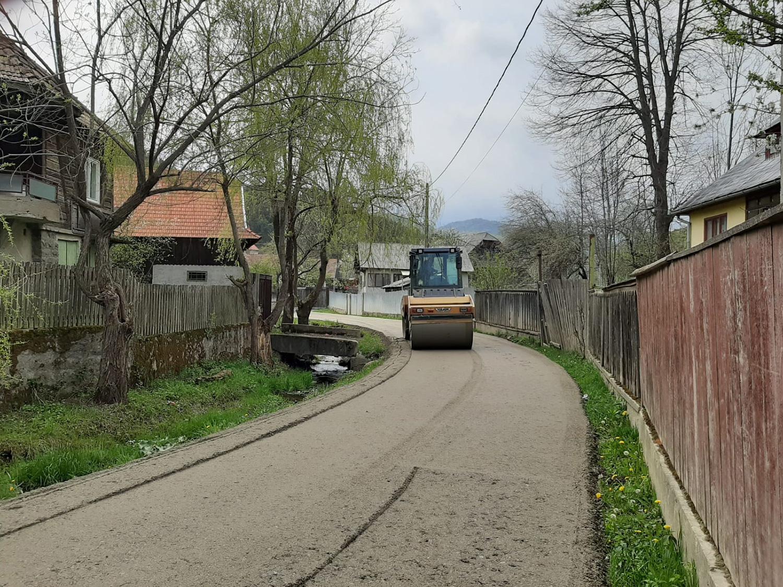 Lucrările de întreținere pe drumul judeţean 103J Alunișu – Săcuieu - Vișagu se vor finaliza cu așternerea de covor asfaltic