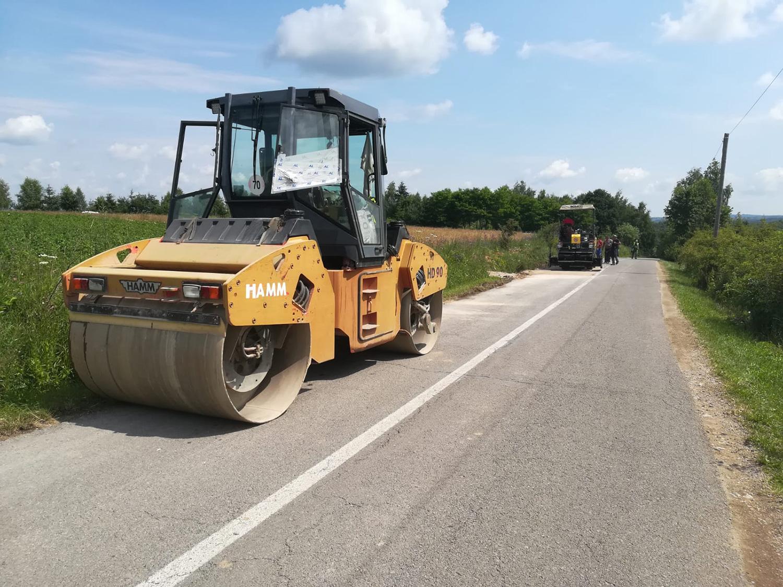 Au fost demarate lucrări de întreținere, cu asfaltare, pe drumul judeţean 103K Căpușu Mare - Râșca
