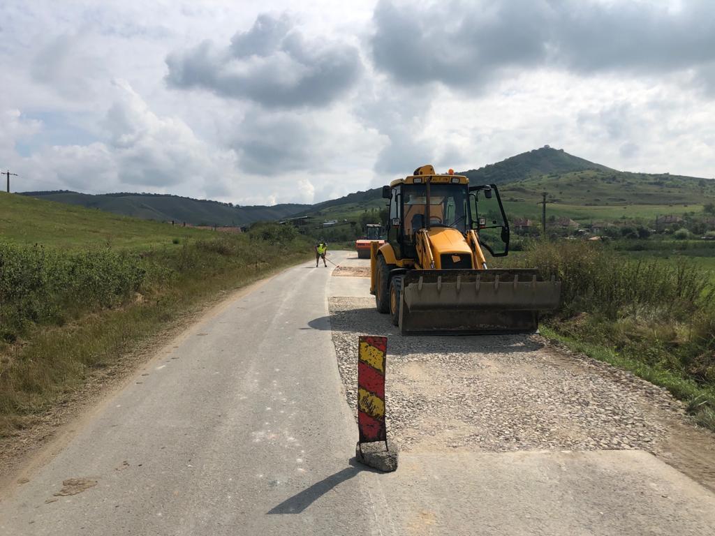 Consiliul Județean a demarat lucrări de întreținere cu asfaltare pe drumul judeţean 109D Vișea – DJ 161
