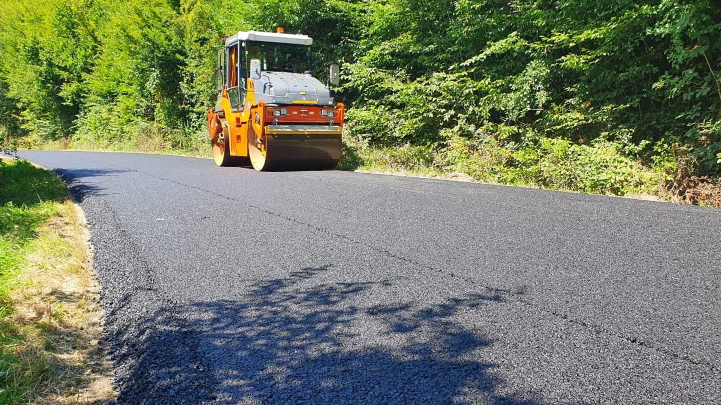 Consiliul Județean a finalizat lucrările de asfaltare pe drumul judeţean 103K Căpușu Mare – Agârbiciu – Râșca