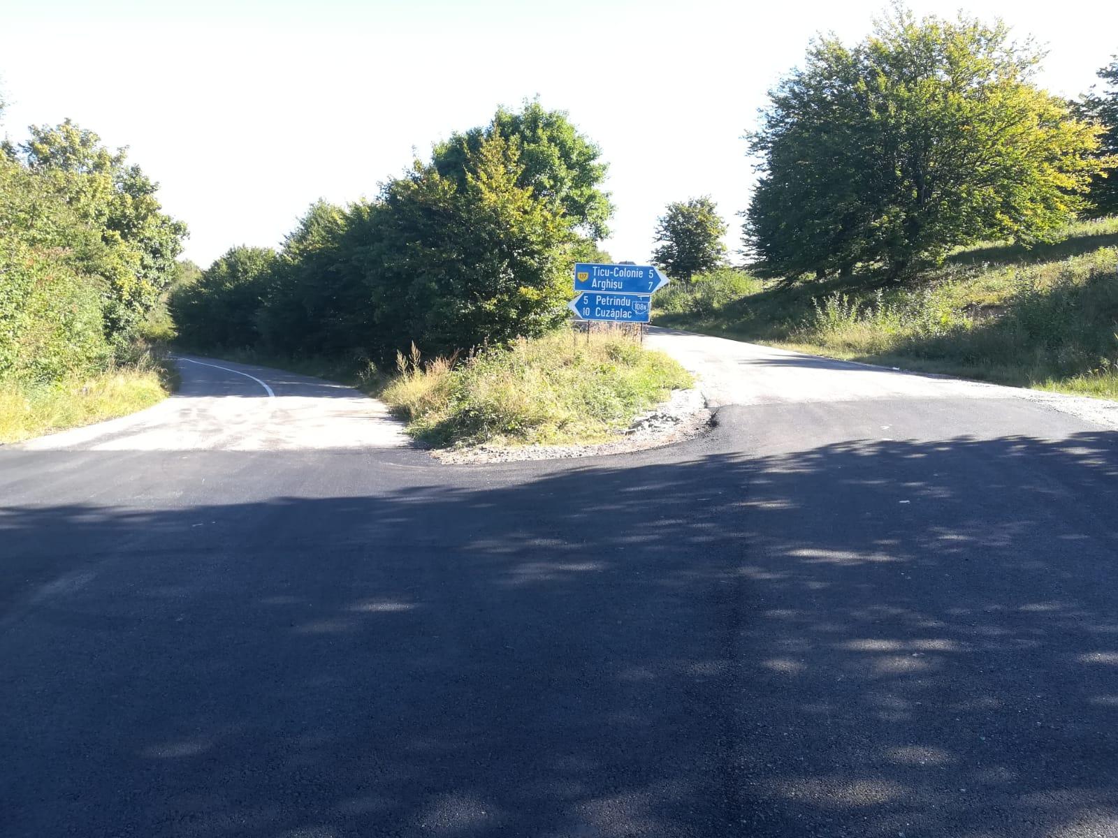 Au fost finalizate lucrările de asfaltare pe drumul judeţean 108N (DJ 108C) Aghireş – limită cu judeţul Sălaj