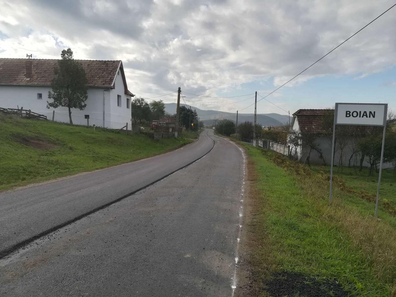 A demarat asfaltarea sectorului de drum județean Boian – Frata