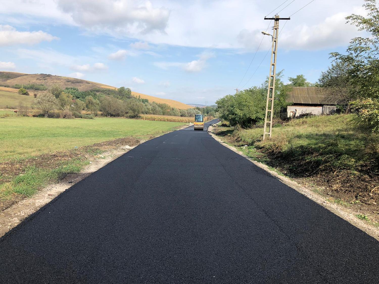 A fost finalizată asfaltarea lotului doi al Drumului Bistriței